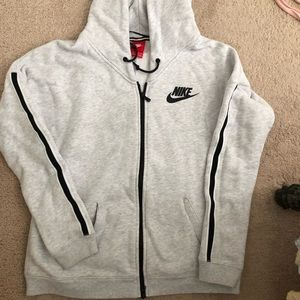 NIKE WOMENA ZIP UP HOODIE